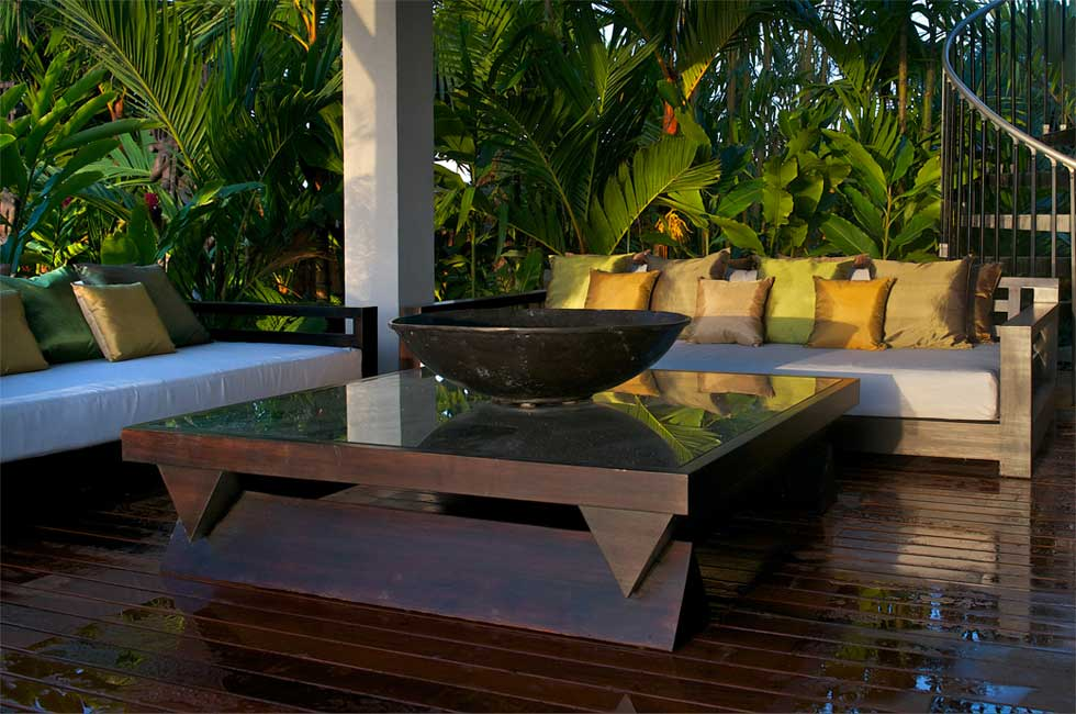 Outdoor spaces kud ta for Outdoor lanai furniture
